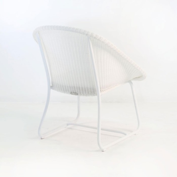 breeze outdoor wicker relaxing chair white back angle view