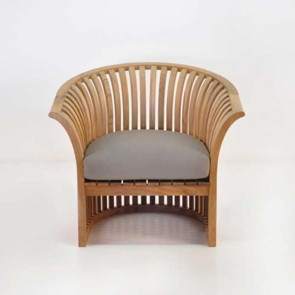 satai club chair front view