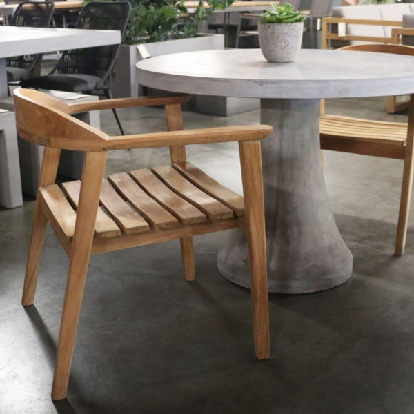 Blo setting - Concrete table and teak chairs