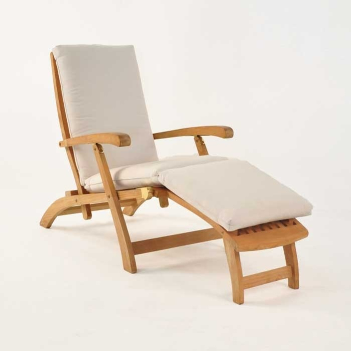 Lovely Classic Teak Steamer Chair 0