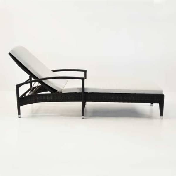 roberto lounger side view