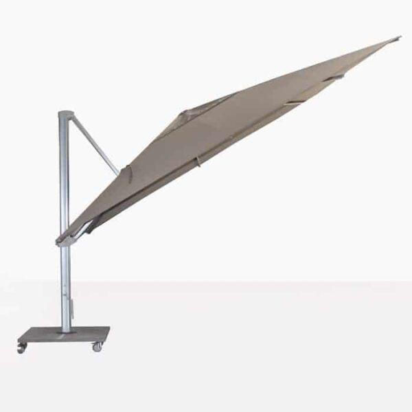 ascot umbrella at an angle
