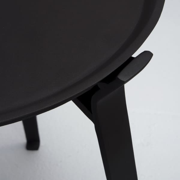 Dorsett aluminum accent table with tray close up view